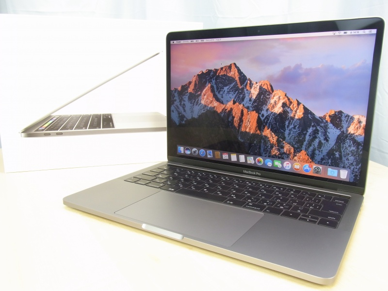 MacBook Pro (13-inch, 2016, Four Thunderbolt 3 ports)